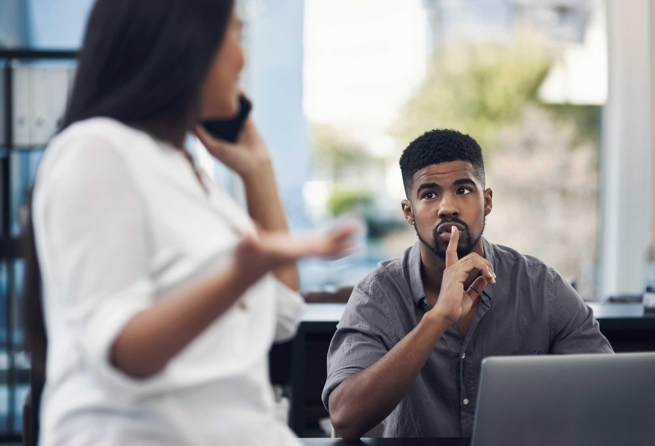 Quais são os riscos da exposição ao ruído no ambiente de trabalho?